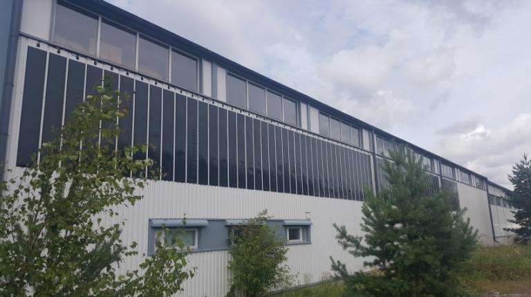 Teollisuushallin peltiseinä